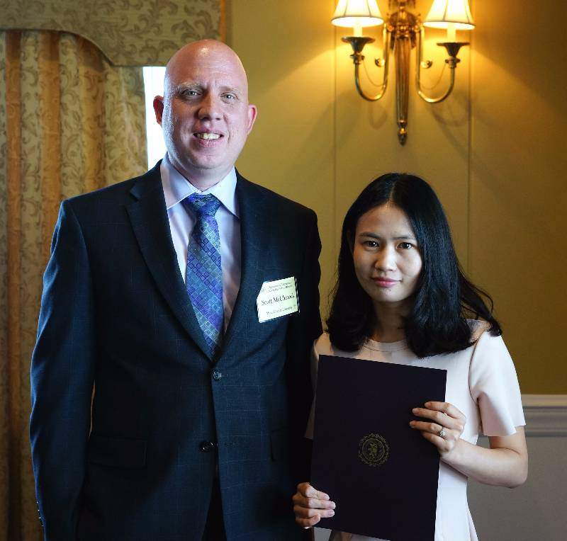 Elaine (Jingqiong) Wang receiving her award